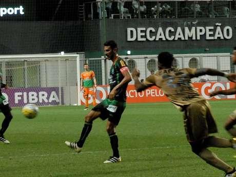Lance de América-MG x Sport, no estádio Independência, em Belo Horizonte (MG)