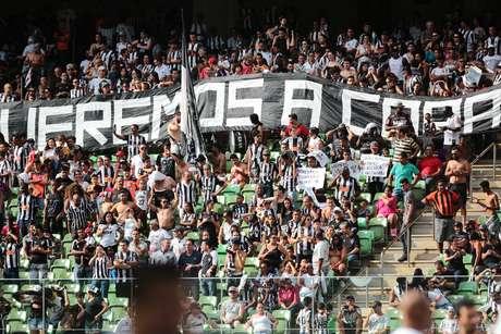 Torcida do Atlético Mineiro exibiu faixa em que cobra a conquista da Copa do Brasil