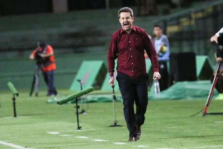 Ex-técnico do Inter, Argel comandou vitória que complica clube colorado