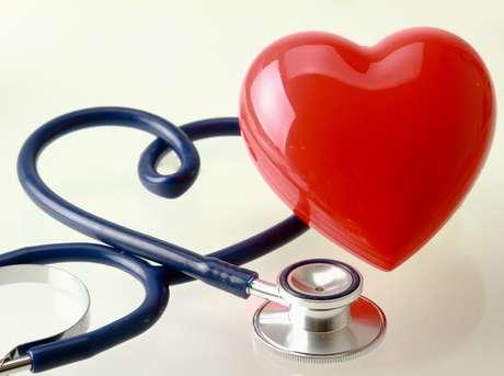 Doenças periodontais podem favorecer a formação de placas de gordura nos vasos sanguíneos e aumentar o risco de enfarto do miocárdio