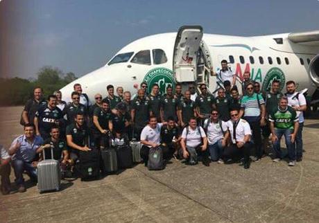 Divulgada última foto da delegação da Chapecoense antes de embarcar no avião que caiu na Colômbia.