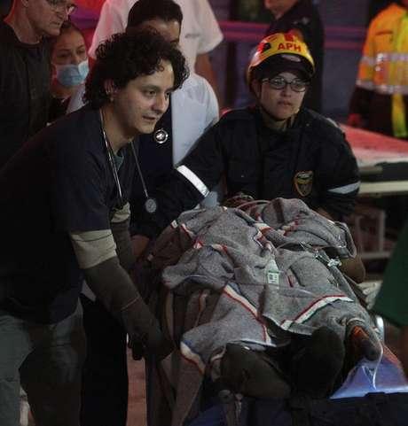 Vítimas do voo são resgatadas na região de Rio Negro, na Colômbia