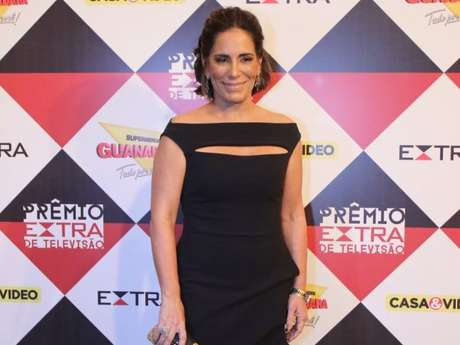 Gloria Pires usa vestido preto longo com decote ombro a ombro no Prêmio Extra de TV, nesta terça-feira, 29 de novembro de 2016