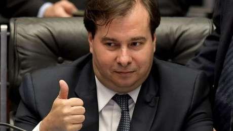 """O presidente da Câmara, Rodrigo Maia, afirmou que Casa responderá a ações que considera """"legislativas"""" por parte do STF"""