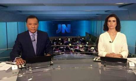Heraldo e Giuliana substituíram Bonner e Renata no telejornal (Foto: Reprodução/Facebook/@jornalnacional)