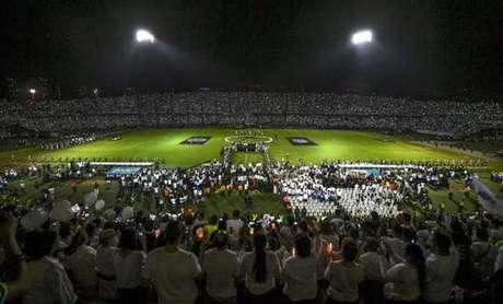 Homenagens à Chapecoense foram reverenciadas no Twitter (Foto: LUIS ACOSTA/AFP)