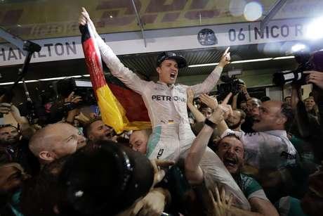 Rosberg sorprende con anuncio de su retiro