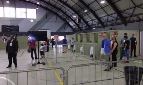 Morumbi recebeu poucas pessoas para votação neste sábado (Foto: Marcio Porto)