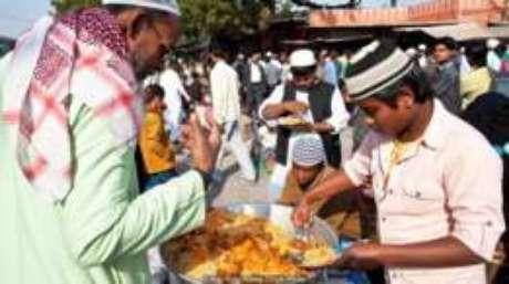 O biryani pode ser servido como um tipo de comida de rua na Índia