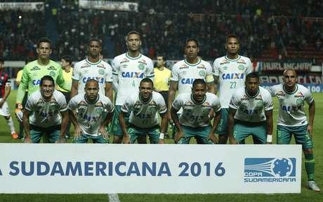 Chapecoense sofreu o trágico acidente de avião quando viajava para a Colômbia, onde disputaria o primeiro jogo da final da Copa Sul-americana contra o Atlético Nacional