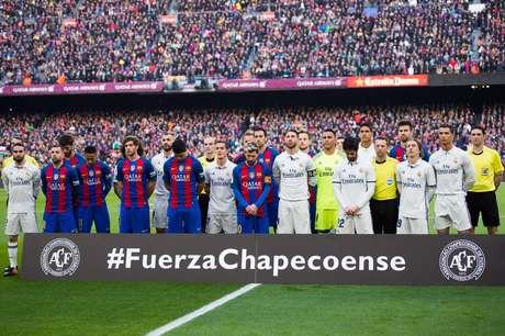 Barcelona e Camp Nou: clube catalão vai receber a Chapecoense no estádio, em agosto