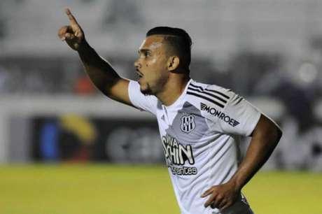 Pottker marcou contra o Coxa e terminou entre os artilheiros do Brasileiro (Foto: Rodrigo Villalba/Photopress)
