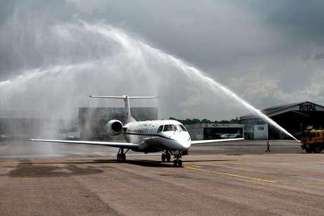 Avião da FAB com o jogador Alan Ruschel e o radialista Rafael Henzel  pousa no aeroporto internacional Eduardo Gomes em Manaus (AM)