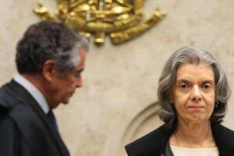 O ministro Marco Aurélio Mello e a presidente do STF, Cármen Lúcia, durante sessão plenária