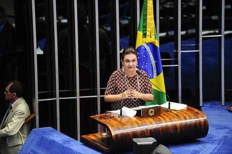 Senadora Kátia Abreu durante discurso em sessão deliberativa ordinária no Senado