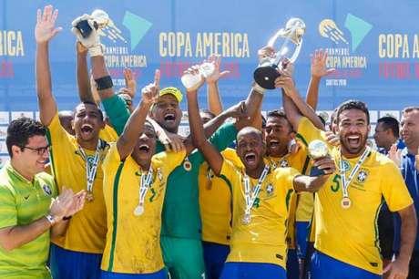 Brasil goleia Paraguai e fecha ano perfeito com o 11º título da Copa América (Foto: Marcello Zambrana/DGW)