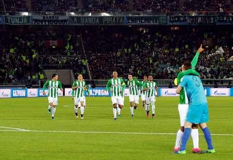 Jogadores do Atlético Nacional comemoram a vitória nos pênaltis e a terceira colocação no Mundial de Clubes