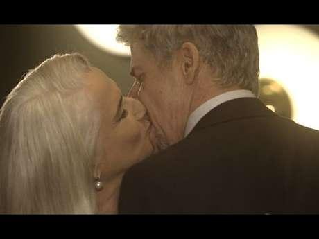 Vera Holtz brinca sobre José Mayer, seu par romântico na novela 'A Lei do Amor', já ter prática em interprentar cenas quentes: 'Fico muito sem graça mesmo! Zé está acostumado, já beijou muito, é um galãzão. Só que eu nunca fui 'galoa''