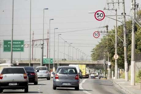 Pistas locais das marginais Pinheiros e Tietê tiveram sua velocidade reduzida para 50 km/h