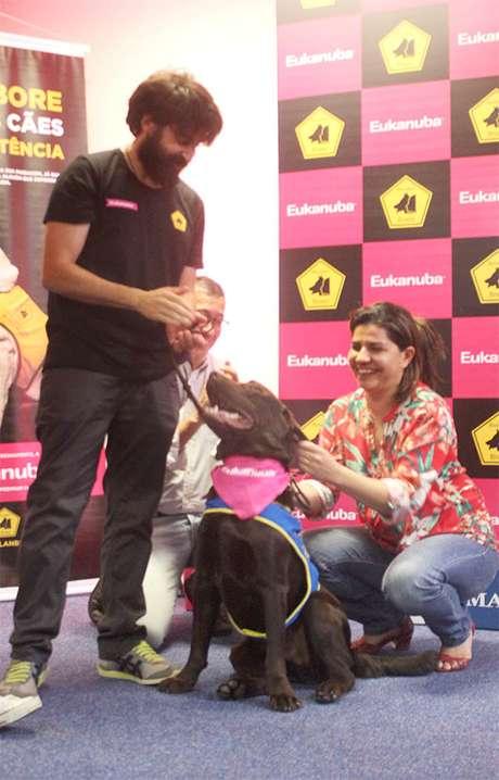 Família de Maria Clara recebe Pandeiro, um Labrador Retriever