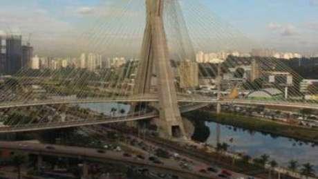 Imagem da Ponte Estaiada da Marginal Pinheiros, em São Paulo