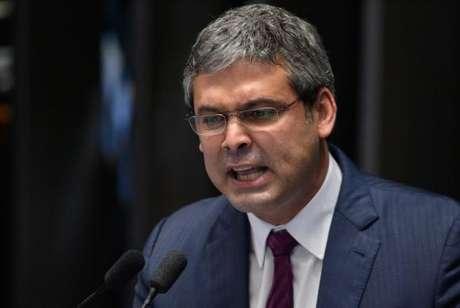 Brasília - Senador Lindbergh Farias (PT/RJ) foi condenado por improbidade administrativa, pela segunda vez. Ele foi condenado a cinco anos de suspensão de direitos políticos e multa de R$ 640 mil
