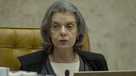 A presidente do STF, Cármen Lúcia, negou a repórteres os rumores de que poderia assumir a presidência