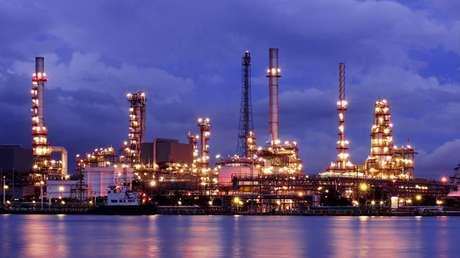 As áreas de produção de petróleo e operação de plataformas, refinarias e petroquímicas estão em crescimento no Brasil, principalmente depois da descoberta de petróleo na camada do pré-sal.