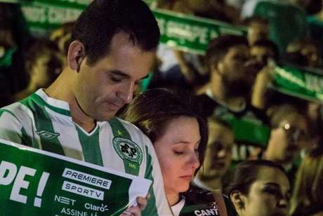 A tragédia da Chapecoense comoveu o mundo e várias homenagens foram feitas via redes sociais