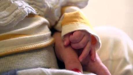 """""""Ter meu filho ainda comigo é muito incrível"""", disse Louise, que mora na Trevi House"""