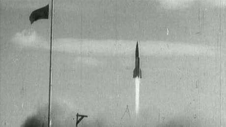 O programa espacial soviético començou reconstruindo foguetes V2 capturados dos nazistas durante a Segunda Guerra Mundial.