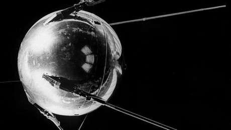 O primeiro satélite transmitia sinais de rádio que pareciam suspeitas para os EUA