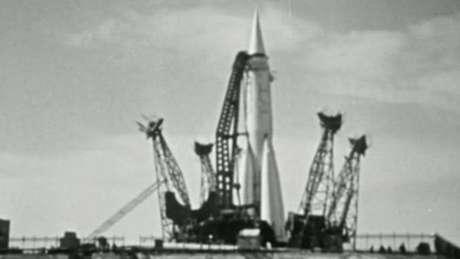 A obra-prima de Korolev, o foguete R-7 Semyorka foi lançado. Altura: 34 metros. Peso: 280 toneladas.