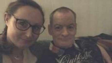 Annis Lindkvist e Jimmy Fraser se conheceram quando ela pediu informações para ele numa rua de Edimburgo, na Escócia