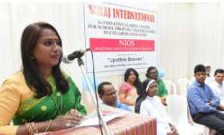 Kalki Subrahmaniam, criadora da escola, é ativista dos direitos dos transgêneros