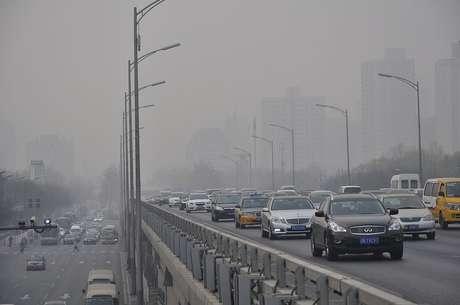 Governo chinês pediu que as pessoas não usassem carros e permanecessem em casa para reduzir poluição