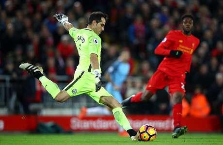 Aguero vuelve a jugar con el Manchester City tras suspensión