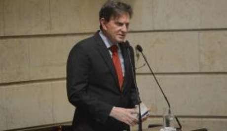 O prefeito eleito Marcelo Crivella discursa ao ser empossado na Câmara de Vereadores.