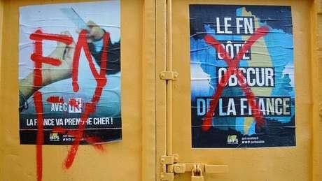 A Frente Nacional, de extrema-direita, é uma potencial ameaça aos partidos políticos tradicionais como o Partido Socialista nas eleições presidenciais francesas.