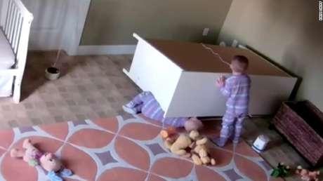 Nene de dos años salvó a su mellizo de ser aplastado