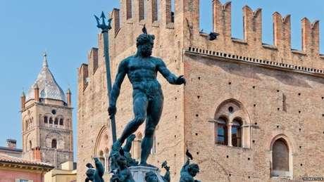 A estátua de Netuno, centro da polêmica, está na praça de Bolonha há quase 500 anos