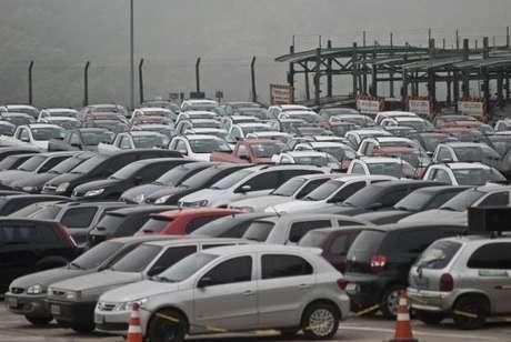 O crédito para compra de carros, motos e caminhões vem sofrendo sucessivas quedas nos últimos ano. Em 2012, o volume de recursos liberado para esse tipo operação foi R$ 118,6 bilhões.