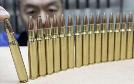 A compra de munição também é rigorosamente controlada no Japão, onde o número de lojas que vendem armas é limitado por lei