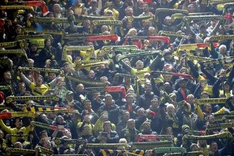 Torcidas cantaram juntas na Liga Europa (Foto: ODD ANDERSEN/AFP)