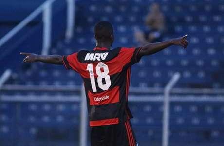 Vinícius Júnior festeja gol contra o Azulão (Divulgação)