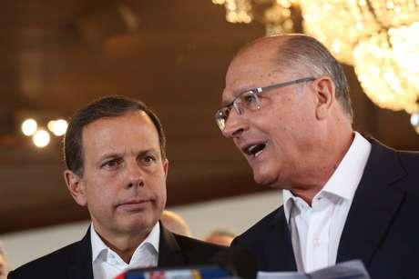 O prefeito João Doria e o governador Geraldo Alckmin durante coletiva no Palácio dos Bandeirantes, em São Paulo.