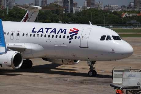 Paro sorpresivo de LATAM en Aeroparque — Ahora