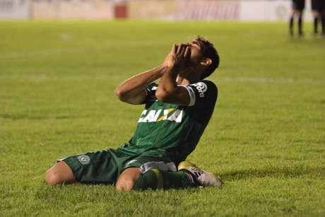 Classificação causou muita emoção para os jogadores da Chapecoense, que homenagearam as vítimas da tragédia na Colômbia