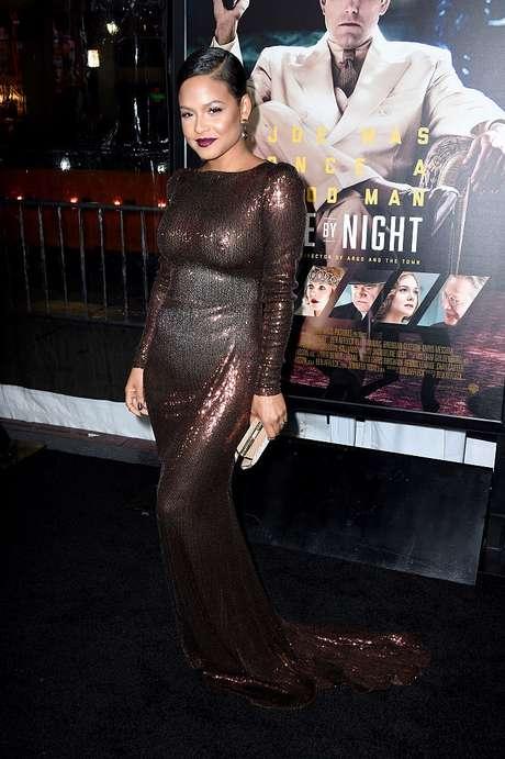 Christina Milian y su accidente de vestuario en el estreno de la película 'Live By Night'.