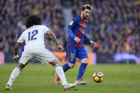 Messi é o artilheiro do Campeonato Espanhol, com 13 gols (Foto: JOSEP LAGO / AFP)